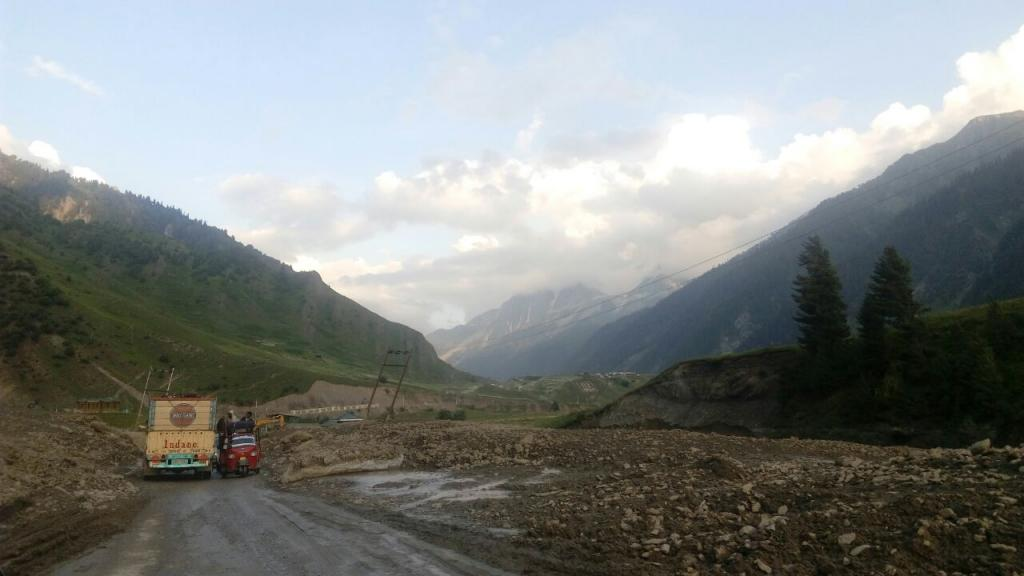 A stretch of road on Srinagar-Leh road, cleared immediately after a landslide (Photo: Neha Sinha)