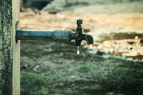 Water availability in cities may reduce due competition by other uses  (Vinoth Chandar/Flickr)
