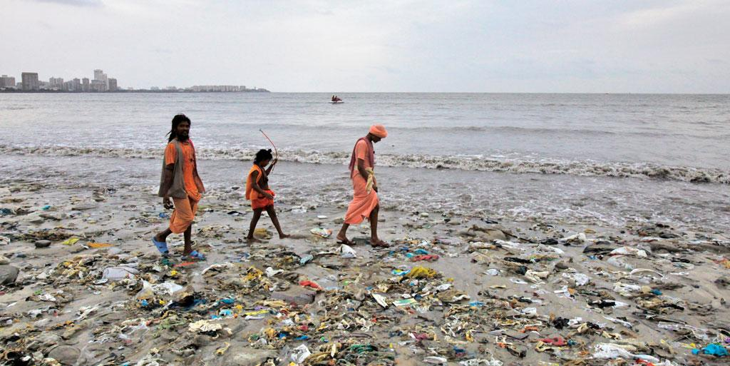 Excessive sewage from Mumbai and Karachi has created huge oxygen-depleted zones in the Arabian Sea (Photo credit: Reuters)