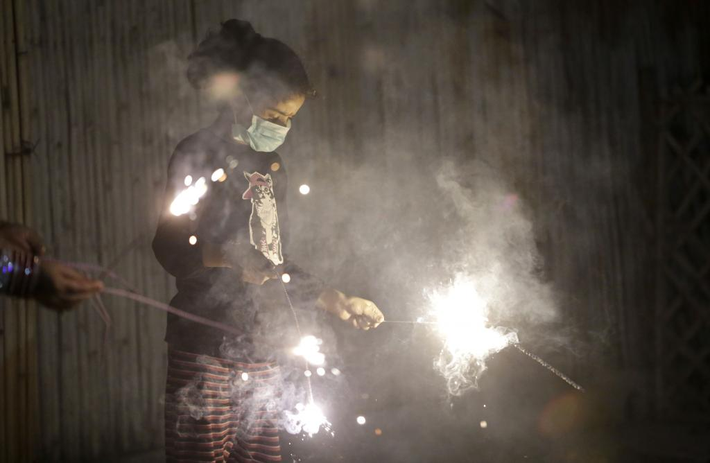 Bursting of crackers during Diwali has worsened air quality in many cities (Photo: Vikas Choudhary)