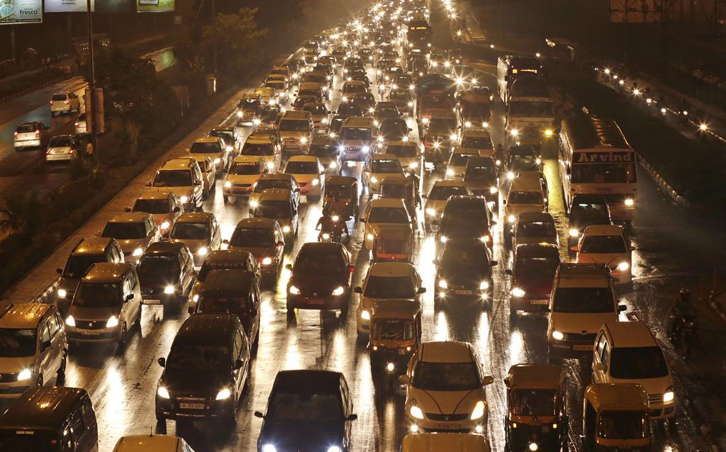 Until March 31, 2015, Delhi had more than 8.47 million registered private vehicles. Lack of public transport, private vehicle-biased road engineering and aspirational preference for cars cause massive traffic jams throughout the week (Photos by Vikas Choudhary)