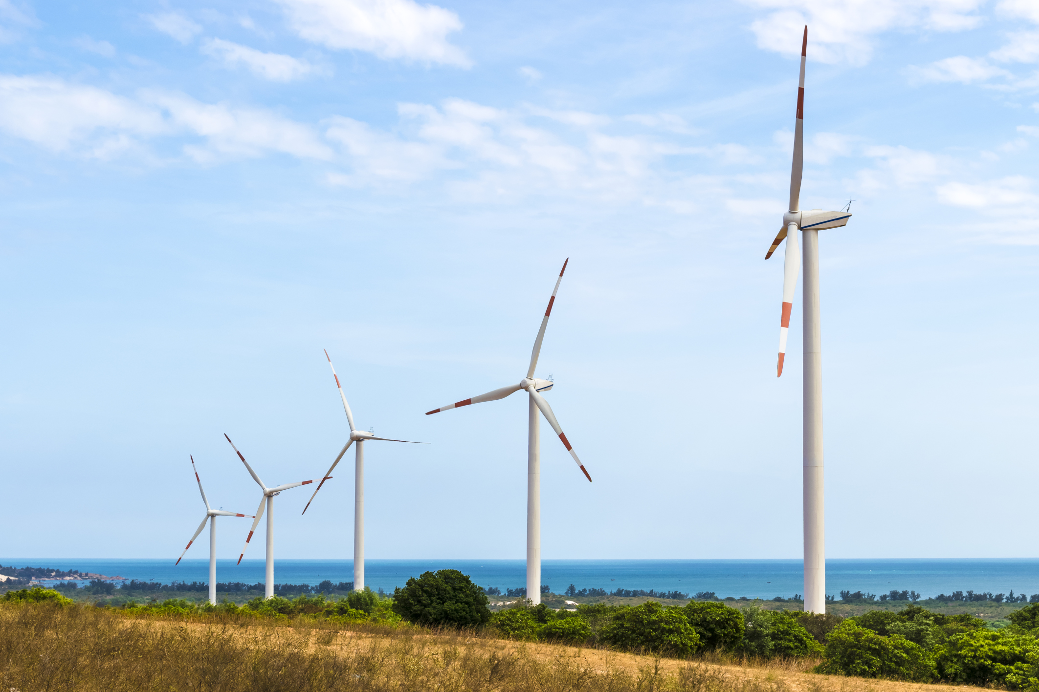 Preliminary assessments along the 7,600 kilometre long Indian coastline have indicated prospects of development of offshore wind power (Photo: Thinkstock)