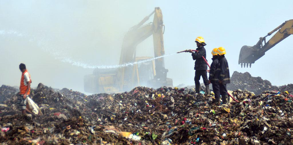 Smoke from Mumbai's largest dumping ground Deonar caused the closure of 74 schools (Photo: Prashant Waydande)