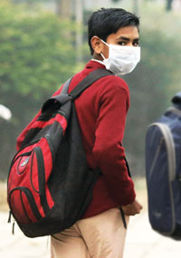 As odds keep evens out, air pollution dips